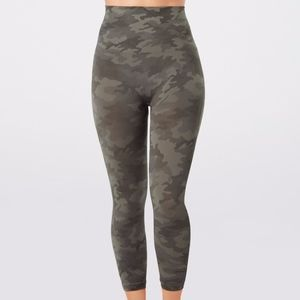 SPANX CAMO Look At Me Now Cropped Seamless Legging